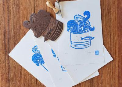 Druckprozess, Schnitzwerkzeug, Linolplatte: 3 Sardinas Serie aus 3 Motiven im Linoldruck/Kunstdruck mit Fischen/Sardinen
