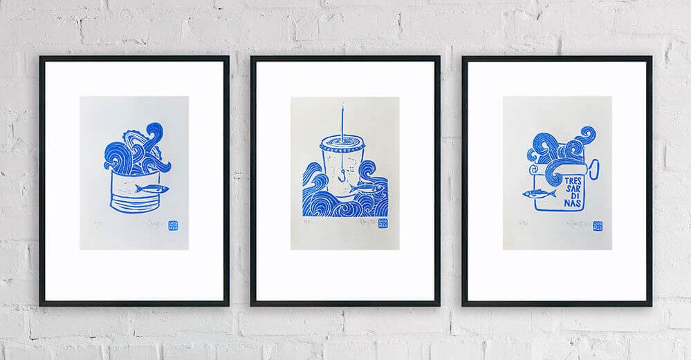 Linoldruck Trilogie an Wohnzimmerwand: 3 Sardinas Serie aus 3 Motiven im Linoldruck/Kunstdruck mit Fischen/Sardinen