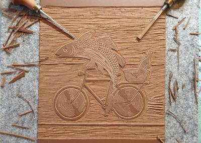 Linolplatte: Fisch mit Fahrrad und Wein für Linoldruck/Kunstdruck